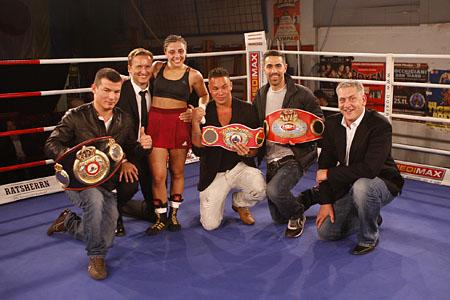 vlnr.: Susi´s Freund, Ex-manager/Promoter Dietmar Poszwa, Susi Kentikian, Xx, Bushido, SES Promotrer Ulf Seinforth